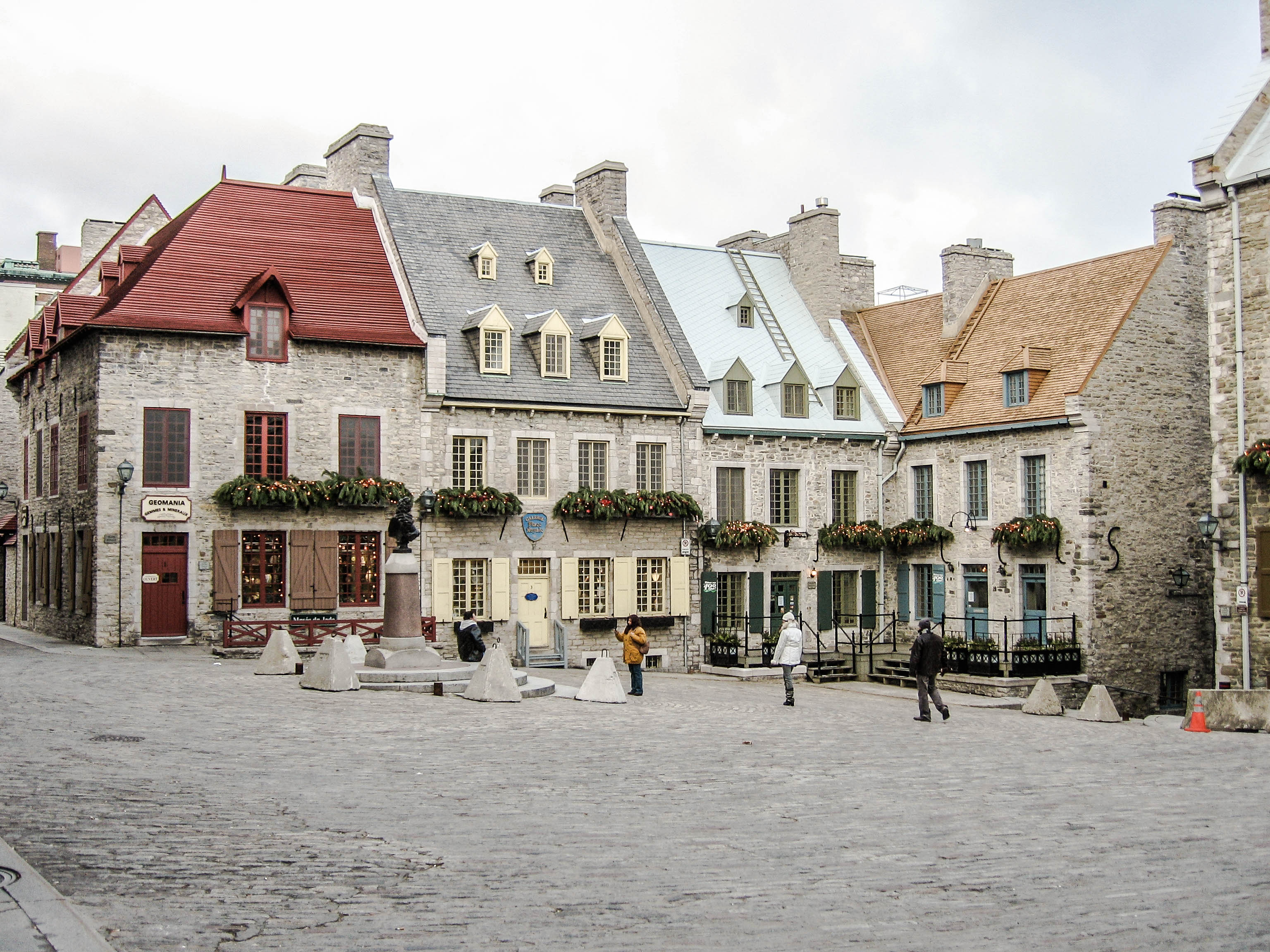Old qubec city a quaint historic town decorated for christmas visiting old qubec city was like stepping back in time we enjoyed the atmosphere and exploring the old city and experiencing the food and culture solutioingenieria Image collections
