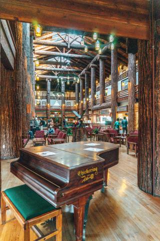 Glacier Park Lodge, Montana